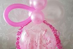 kado in een ballon geboorte meisje