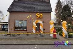 50 jarig huwelijk Dorst ballonnenboog en pilaren5