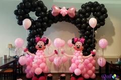 Ballonnenboog Minnie Mouse zwart met roze strik tafeldecoraties met helium en Minnie Mouse ballonnenpilaar Brabant Tilburg Reeshof