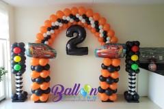 Balloon-Styling-Tilburg-ballonnenboog-ballonboog-cars-thema-stoplichten-pilaren-cijfer-folieballon-ballonnen-Tilburg
