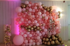 Balloon-Styling-Tilburg-ballonnenmuur-ballonmuur-ballonnenwand-ballonwand-LOVE-DOVES-dozen-Mr-en-Mrs-ballonnen-Tilburg-1