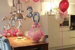 Balloon-Styling-Tilburg-gronddecoratie-tros-heliumballonnen-cadeau-in-een-ballon-cijferdecoratie-folieballon-ballonnen-Tilburg