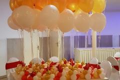 Balloon-Styling-Tilburg-luxe-tafeldecoratie-tafelstukken-tros-heliumballonnen-bruiloft-trouwerij-goud-metallic-wit-ballonnen-Tilburg