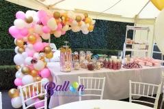 Balloon-Styling-Tilburg-organic-ballonnenslinger-ballonnenpilaar-met-zijden-rozen-metallic-goud-roze-chrome-goud