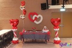 Balloon Styling bruiloft trouwerij luxe ballonnenpilaar met groot rood hart heliumballonnen met hart folieballonnen dubbel ballonnenhart Brabant Tilburg Reeshof