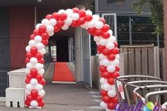 Balloon Styling luxe ballonnenboog ballonboog rood met wit Factorium Podiumkunsten centrum Brabant Tilburg Reeshof