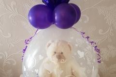 kado in een ballon paars met beer