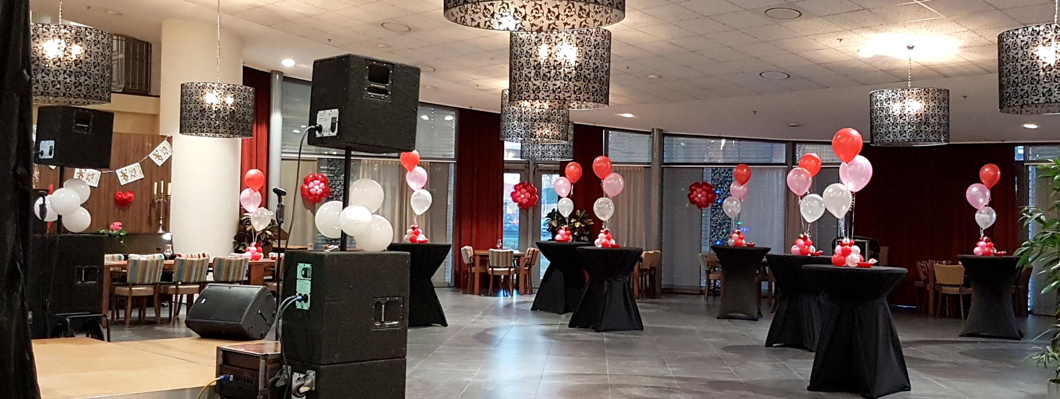 Heliumballonnen ballontrossen gronddecoratie vloerdecoratie tafeldecoratie Valentijnsdag de Wever Balloon Styling Tilburg
