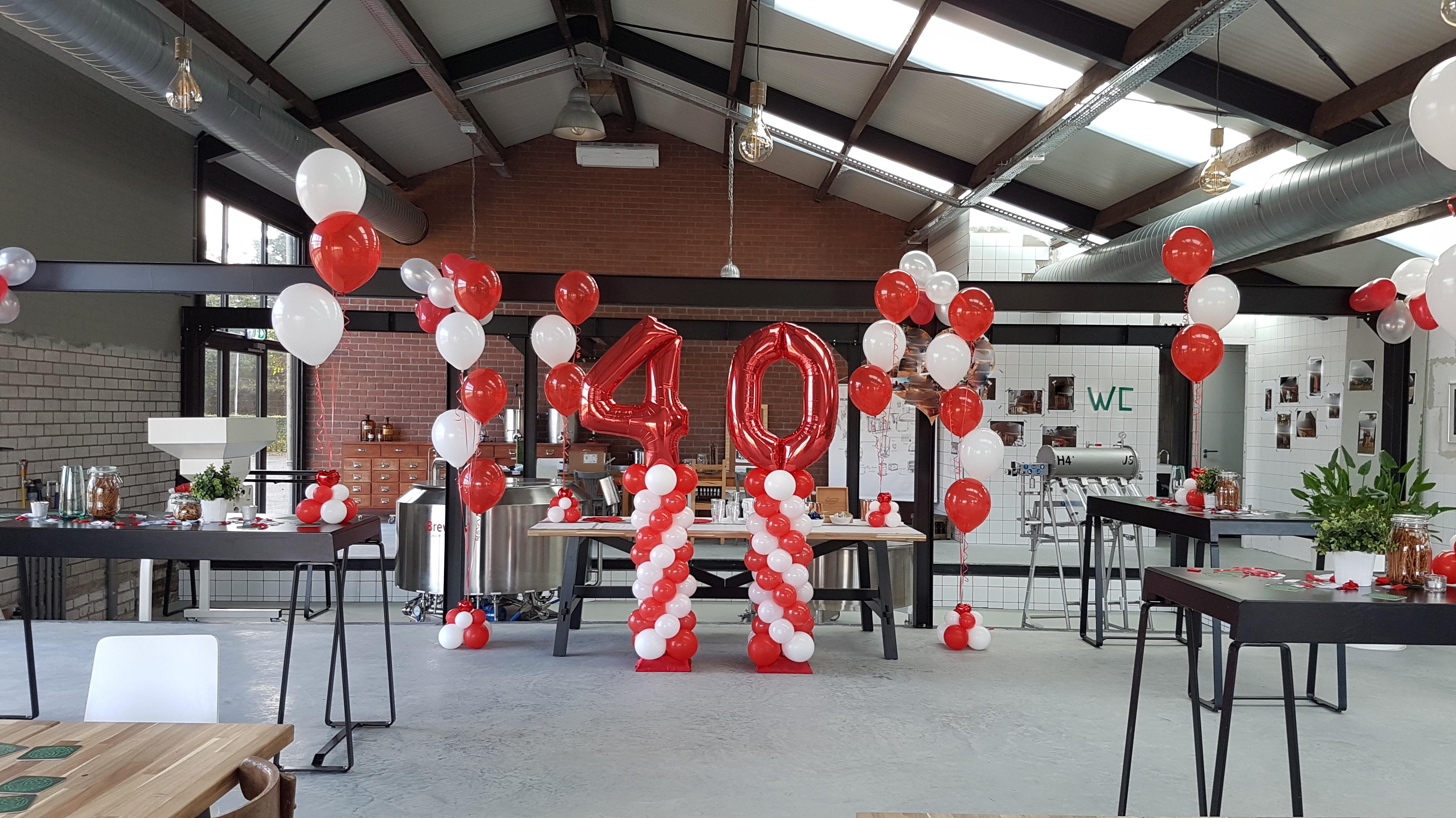 Heliumballonnen ballontrossen gronddecoratie vloerdecoratie tafeldecoratie cijferdecoratie 40 jarige bruiloft Balloon Styling Tilburg