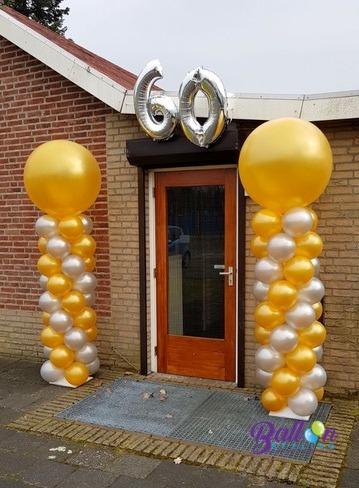 Balloon Styling ballonnendecoratie ballonnenpilaar 60 jaar getrouwd zilveren en gouden metallici ballonnen met een topballon metallic goud Brabant Tilburg Reeshof
