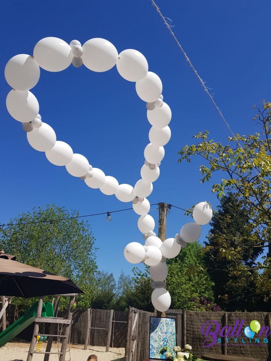 Balloon Styling uitvaart heliumballonnen witte krans