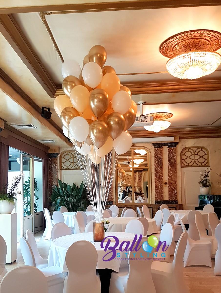 Balloon Styling Tilburg tros heliumballonnen chrome goud, mat perzik en wit bruidsdecoratie