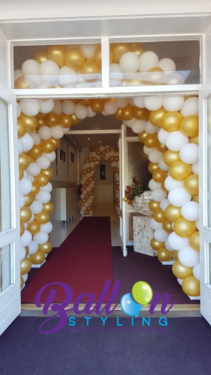 Balloon Styling Tilburg ballonnenboog ballonboog metallic goud en wit Eventplaza Rijswijk