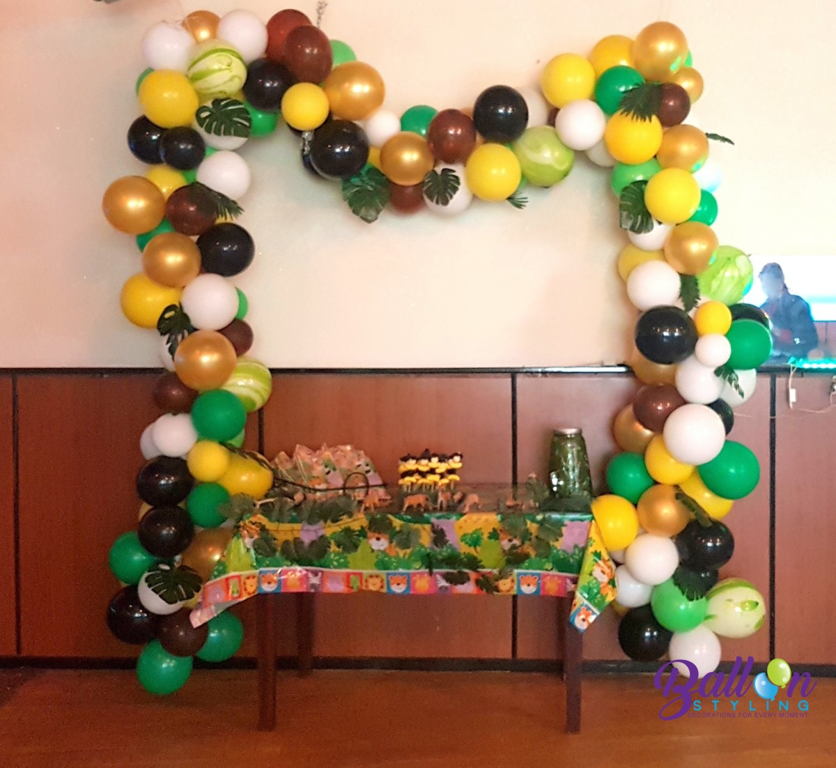 Balloon Styling ballonnenslinger ballonslinger organic jungle thema verjaardag palmbladeren agave ballonnen Tilburg