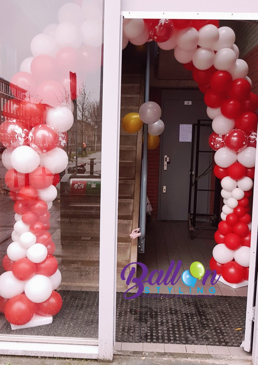 Balloon Styling Tilburg ballonnenboog ballonboog rood wit love doves ballonnen Tilburg