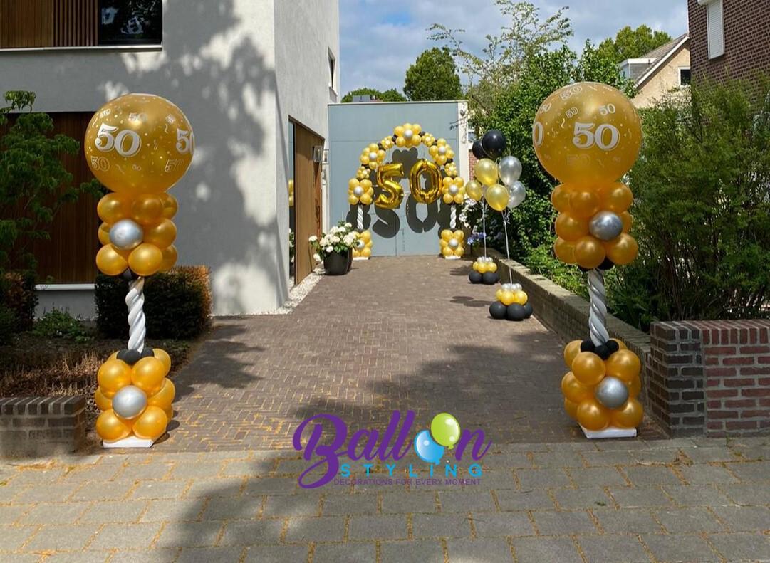 Balloon Styling Tilburg ballonnenboog 50 jaar Sara verjaardag ballonnenpilaren topballon 50 gronddecoratie heliumballonnen ballonnen Tilburg