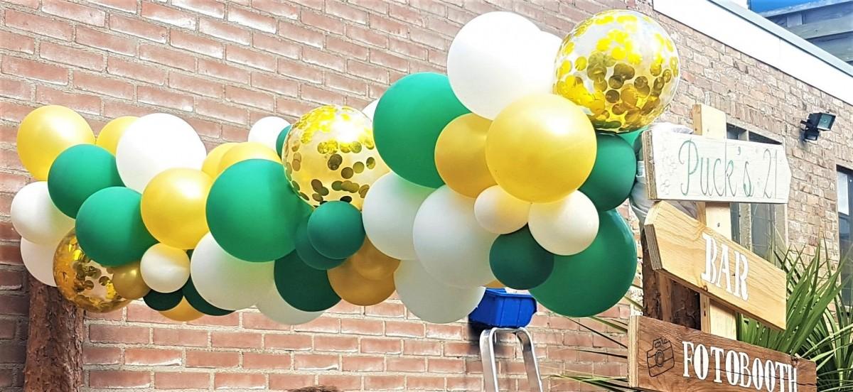 Balloon Styling Tilburg organic ballonnenslinger confettiballon goud metallic goud forest green en wit verjaardag ballonnen Tilburg3