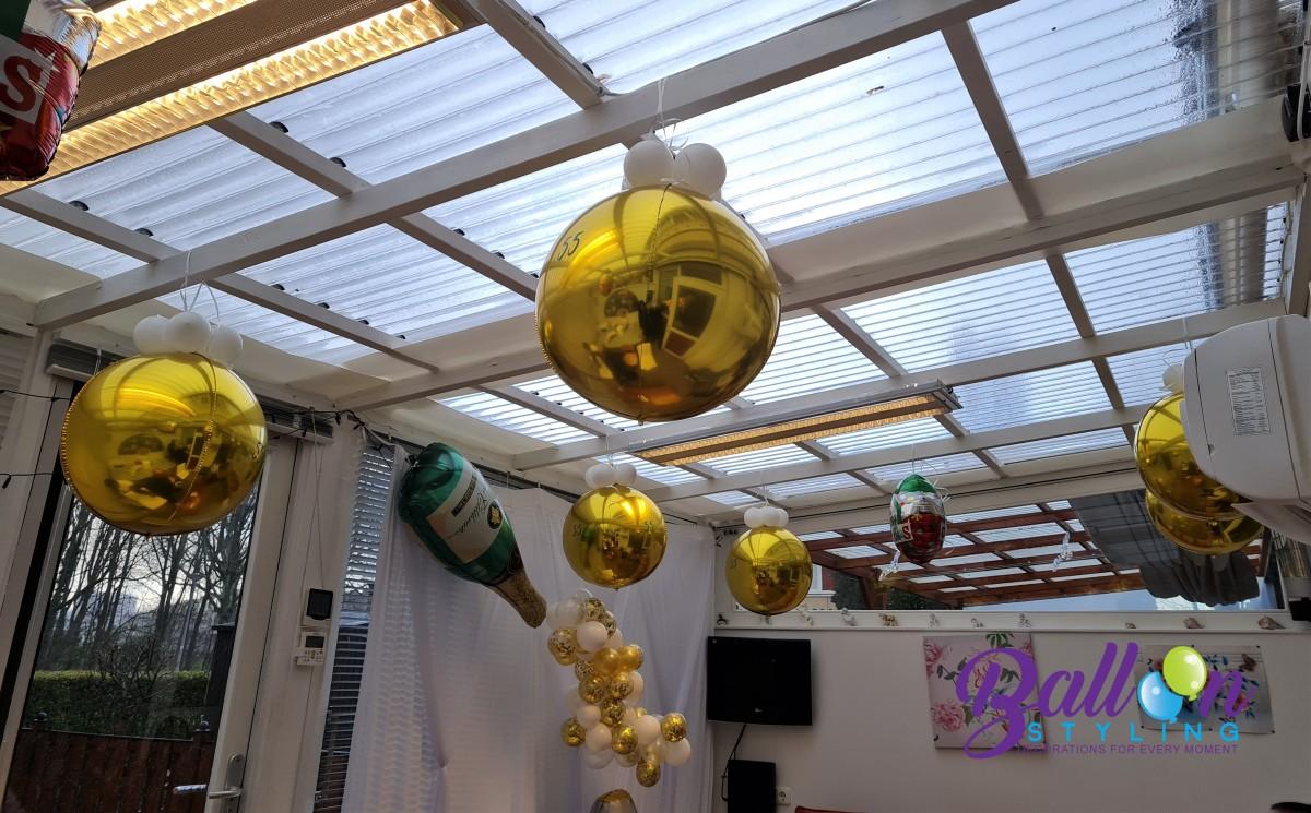 Balloon Styling Tilburg 55 jaar getrouwd smaragd huwelijk champagnefles organic slinger ballonnen Tilburg (1)