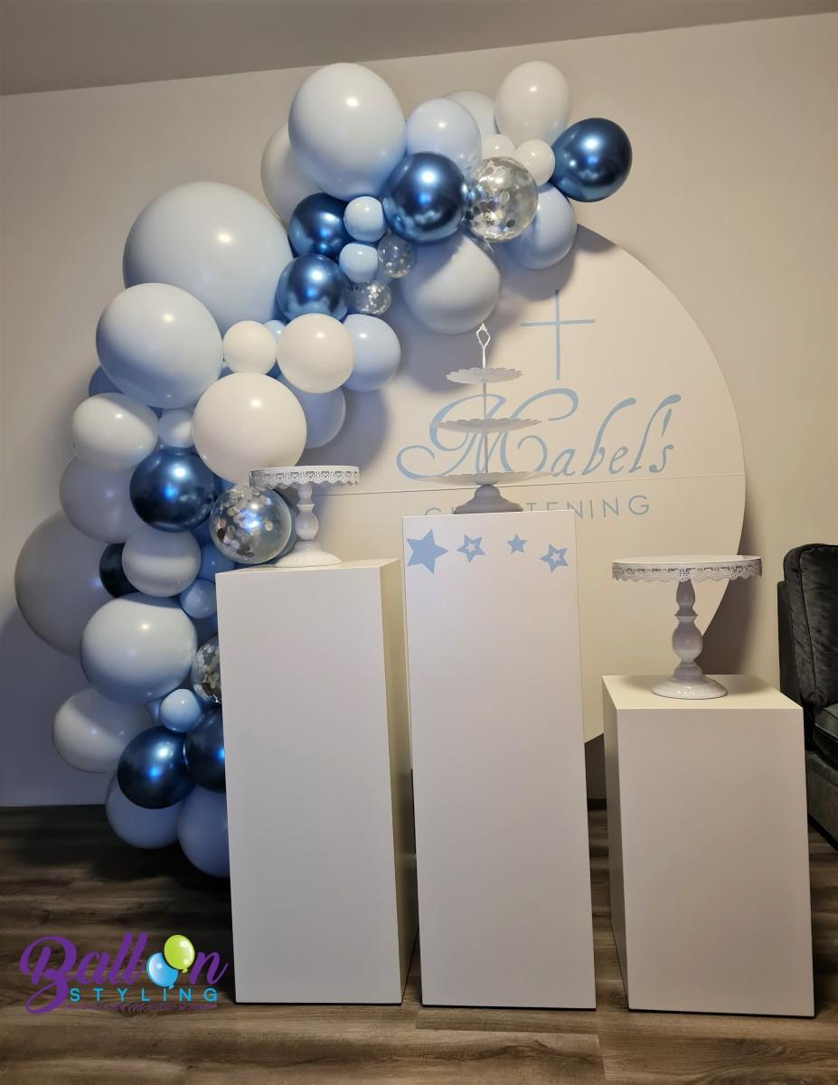 Balloon Styling Tilburg organic ballonnenslinger zuilen taartstandaarden wandbord bedrukt chrome blauw doopfeest ballonnen Tilburg (1)