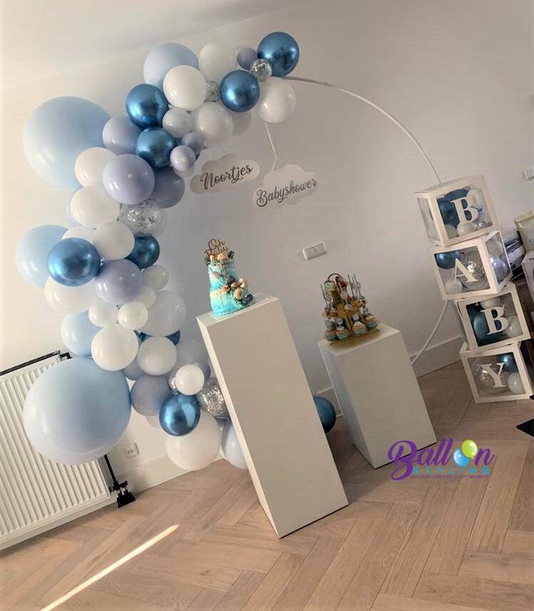 Balloon Styling Tilburg babyshower ballonnendecoraties babydozen zuilen pilaren wolkjes ballonnen Tilburg