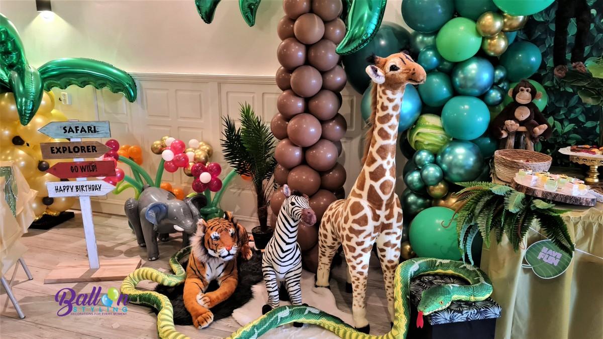 Balloon Styling Tilburg jungle party palmbomen giraf aap zebra organic ballonnenslinger bloemballonnen marble balloons papegaai ballonnen Tilburg (1)